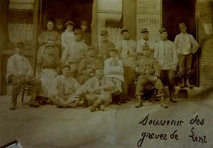 Les troupes à Lens en 1906 dans Histoire 1906-Gr%C3%A8ve-de-Lens-a-300x209