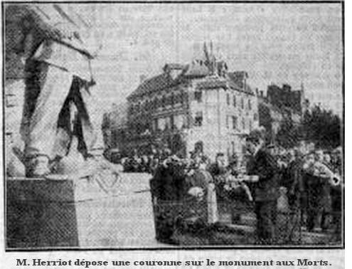 1932-monumentauxmorts1932-herriotavecmalade