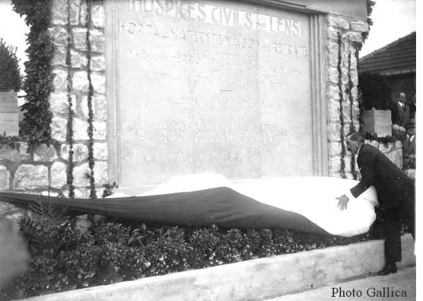1932-stele